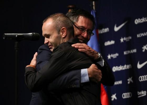 """Iniesta hạnh phúc với bản hợp đồng """"suốt đời"""" ở Barca. ảnh 1"""