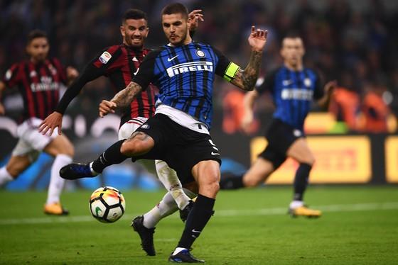 Mauro Icardi tung quả vô lê tinh tế, đưa bóng vào góc lưới. Ảnh: Getty Images.