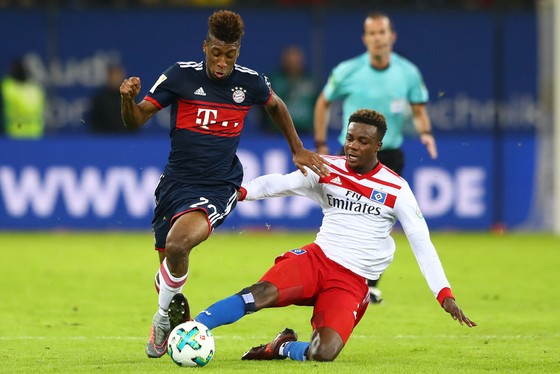 Dortmund đánh rơi chiến thắng, Bayern tận dụng thời cơ ảnh 1