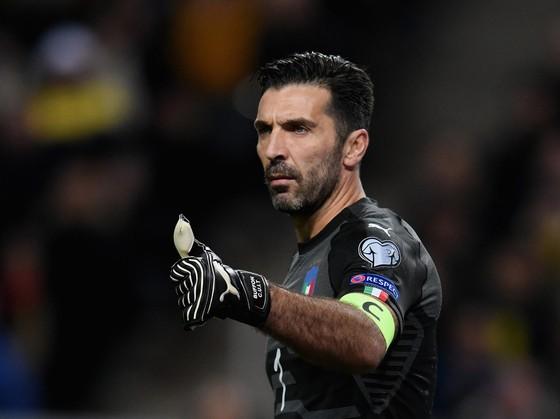 """Play-off World Cup 2018: Buffon kêu gọi tuyển Italia """"đừng hoảng loạn"""" ảnh 1"""