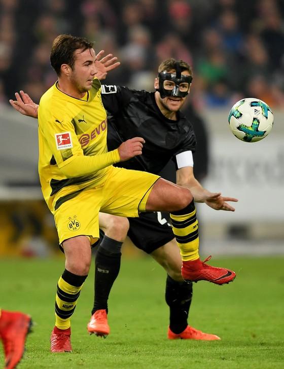 Bundesliga: Treo giò Aubameyang, Dortmund phơi áo ở Stuttgart ảnh 1