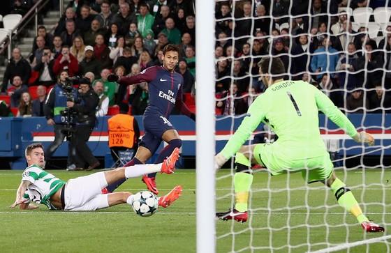 Champions League: Bayern thắng trận thứ 9, PSG tung lưới Celtic 7 lần ảnh 2