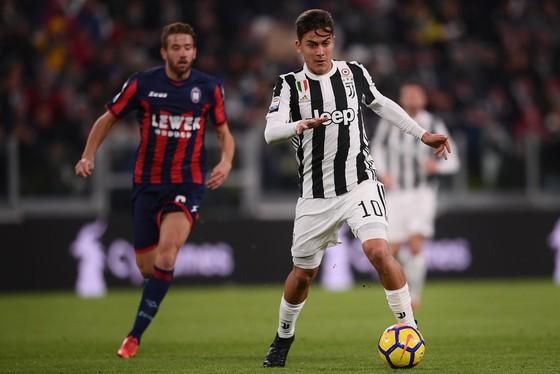Serie A: Napoli lấy lại ngôi đầu, Juve hứng khởi ở Crotone ảnh 2