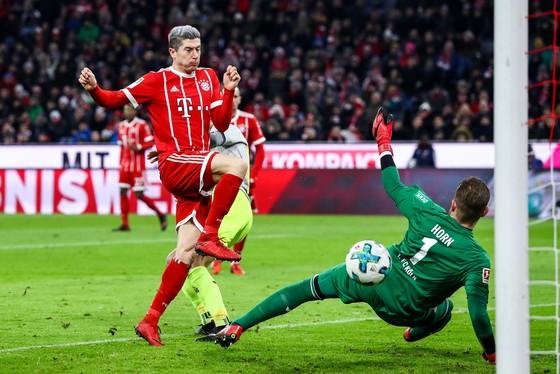 Lewandowski ghi tên vào tốp 10 huyền thoại Bundesliga ảnh 1