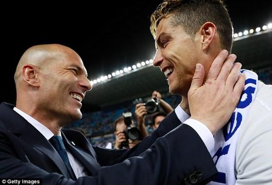 Zidane muốn Ronaldo giải nghệ ở Real Madrid ảnh 1