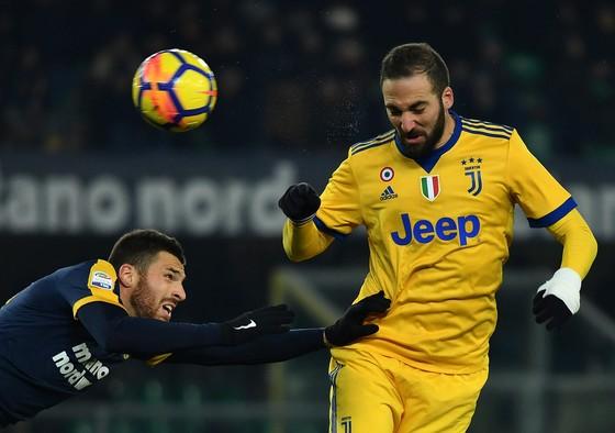 Serie A: Dybala ghi cú đúp giúp Juve bám sát Napoli ảnh 1