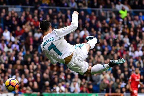 Ronaldo hài lòng với một năm sáng chói ảnh 1