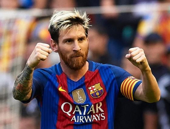 Lionel Messi giữ kỷ lục với thu nhập hơn 100 triệu Euro/năm. Ảnh: Getty Images.