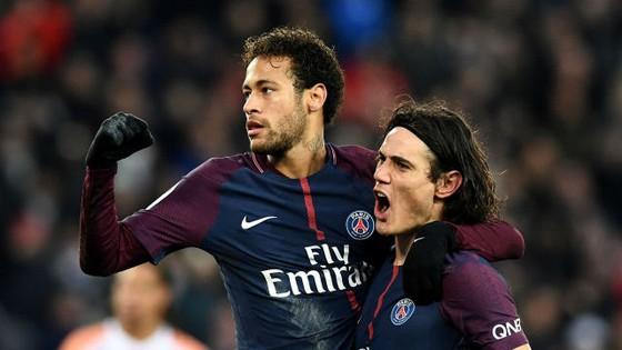 Edinson Cavani (phải) ăn mừng bàn thắng cùng Neymar. Ảnh Getty Images.