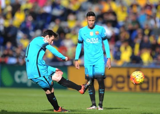 Ở Barca, Neymar phải sắm vai phụ sau Messi. Ảnh: Getty Images.