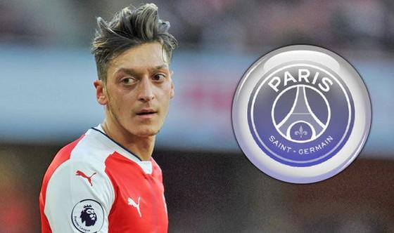 Mesut Oezil quyết định ở lại Arsenal đến năm 2021.