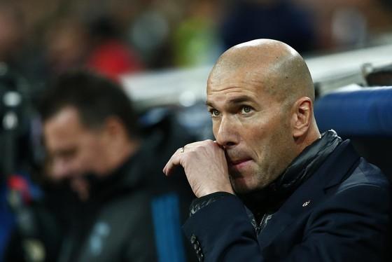 HLV Zinedine Zidane không thể giải thích thất bại.
