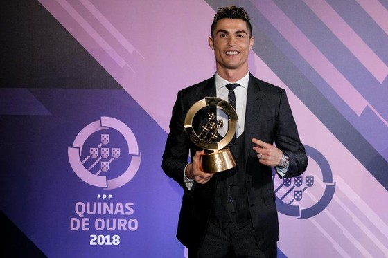 Ronaldo nhận giải thưởng Cầu thủ xuất sắc nhất Bồ Đào Nha