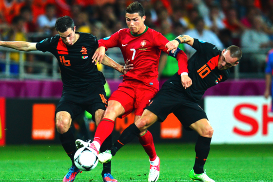 Dù bị kèm chặt, Ronbaldo vẫn ghi bàn vào lưới Hà Lan 4 lần gặp gần nhất.