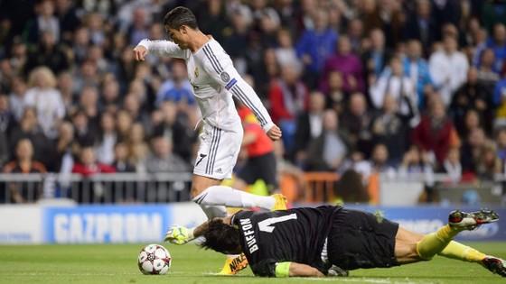 Buffon: Cristiano Ronaldo mang đến những đêm mất ngủ ảnh 1
