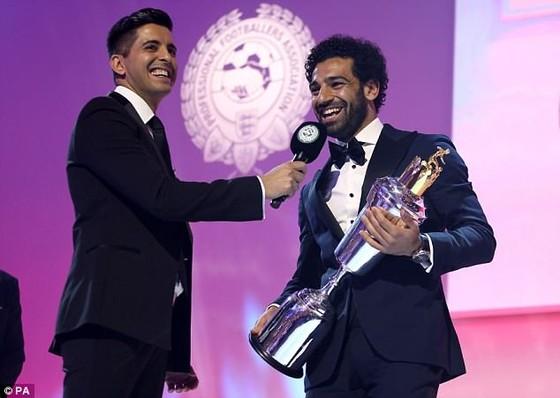 Mo Salah nhận giải thưởng Cầu thủ xuất sắc nhất của PFA.