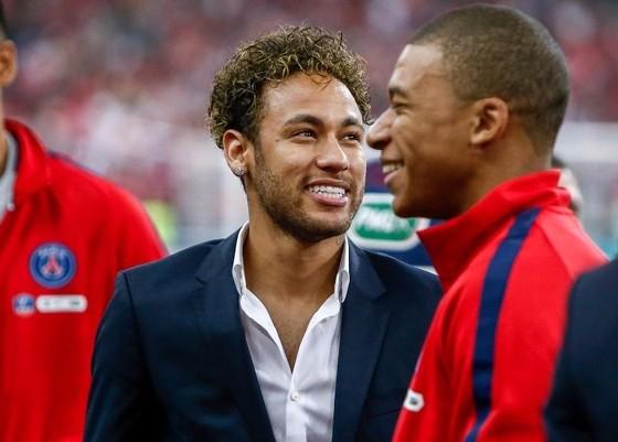 Neymar và đồng đội Kylian Mbappe.