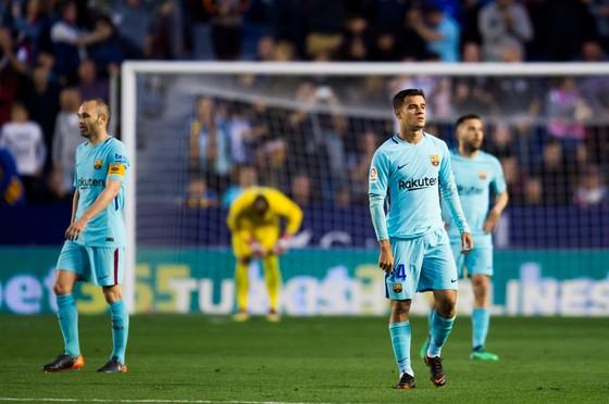 Nỗi thất thần của Andres Iniesta và Philippe Coutinho
