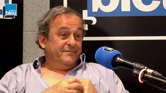 Cựu chủ tịch UEFA Michel Platini trả lời phỏng vấn của France Bleu.