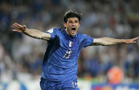Vincenzo Iaquinta ăn mừng bàn thắng ở World Cup 2006
