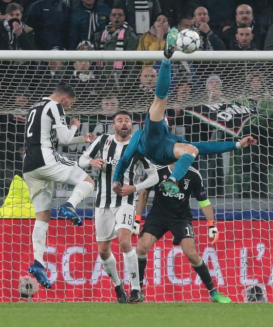 Ronaldo đánh bại Bale để đoạt giải Bàn thắng đẹp nhất mùa giải Champions League  ảnh 2