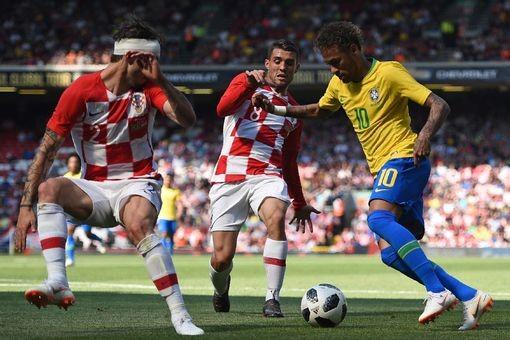 Neymar nhảy điệu samba trên sân Anfield ảnh 1