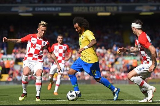 Neymar nhảy điệu samba trên sân Anfield ảnh 7