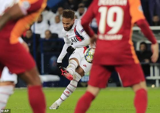 Vì sao Neymar phải nhường Cavani đá 11m ảnh 1