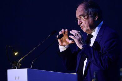 Ligue 1 kiến nghị kết thúc giải vào giữa tháng 7