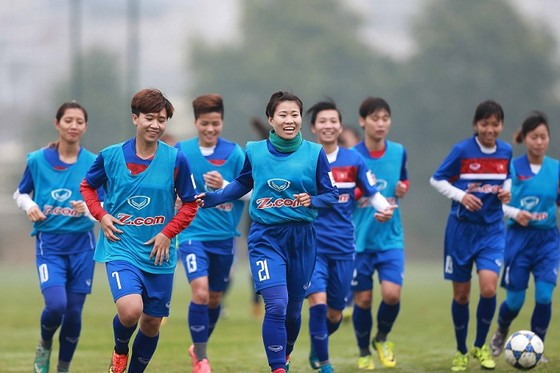 Đội bóng đá nữ được cam kết hỗ trợ mạnh ảnh 1