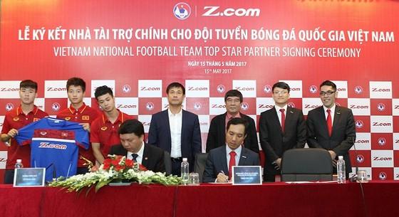 Hai đội tuyển nam, nữ Việt Nam được triển hạn hợp đồng nhận tài trợ. Tác giả: NGỌC HẢI