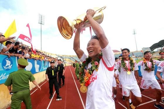 Người Nam Định hân hoan mừng đội nhà thăng hạng V-League ảnh 4