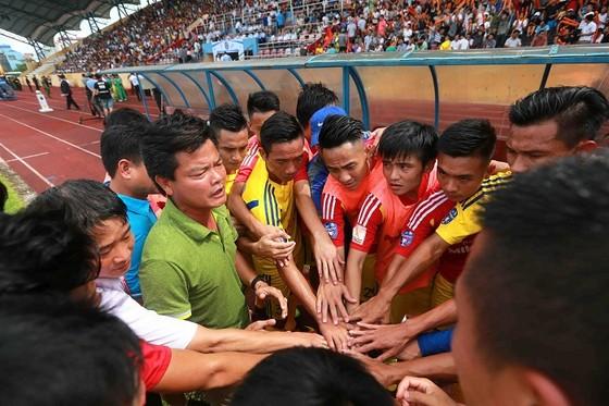 Người Nam Định hân hoan mừng đội nhà thăng hạng V-League ảnh 1
