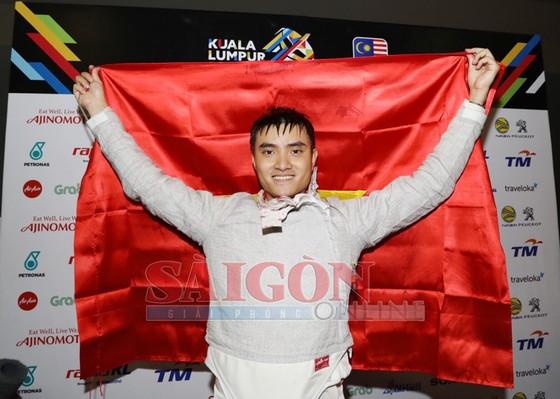 Chàng trai cầm cờ cho thể thao VN đoạt HCV kiếm chém  ảnh 2