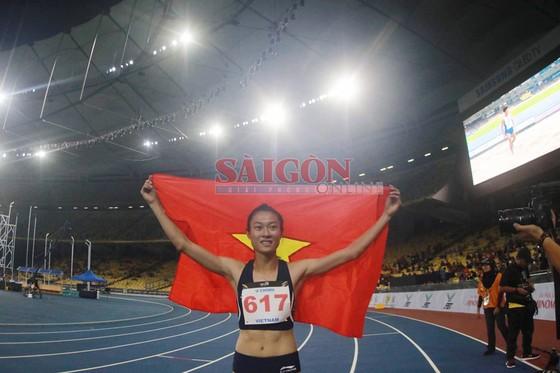 Lê Tú Chinh giành HCV 200m và lập kỷ lục SEA Games ảnh 1
