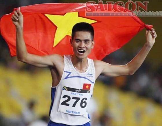 VĐV Việt Nam thống trị cự ly trung bình tại SEA Games ảnh 1