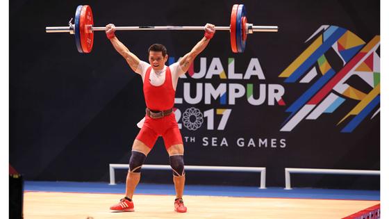 Thạch Kim Tuấn đăng ký mức khởi điểm là 146kg và anh thực hiện thành công ngay ở lần nâng tạ đầu tiên. Ảnh: DŨNG PHƯƠNG