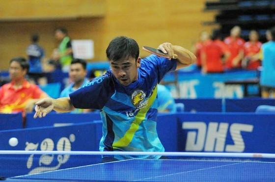 Tuấn Quỳnh (Hà Nội T&T 1) dù nỗ lực cũng không thể có chiến thắng. Ảnh: NGUYỄN TÙNG LÂM