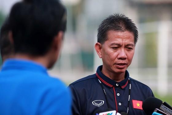 HLV Hoàng Anh Tuấn đang tất bật huấn luyện U19 Việt Nam. Ảnh: NGỌC HẢI