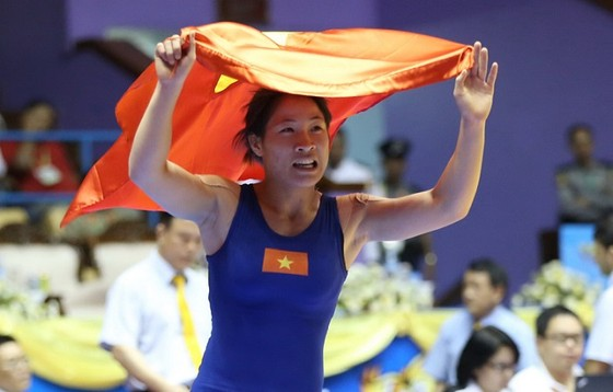Nguyễn Thị Lụa đang tìm cơ hội để được phẫu thuật chấn thương. Ảnh: QUỐC AN