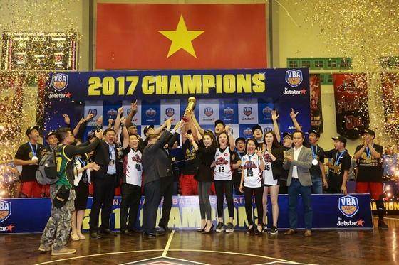Đội Thanglong Warrios là tân vô địch giải VBA năm nay. Ảnh: NGỌC HẢI