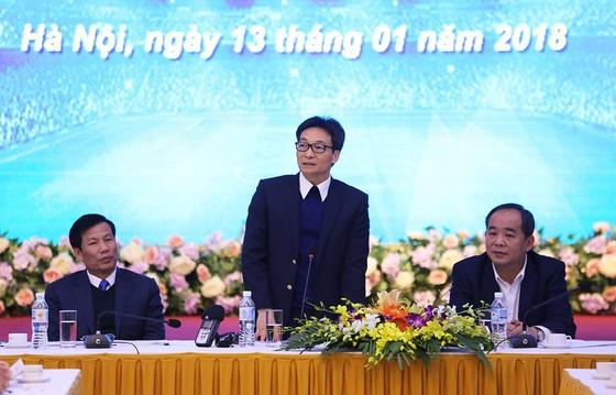 """Phó Thủ tướng Vũ Đức Đam tại cuộc đối thoại về """"Phát triển bóng đá Việt Nam"""". Ảnh: PHẠM ĐĂNG"""