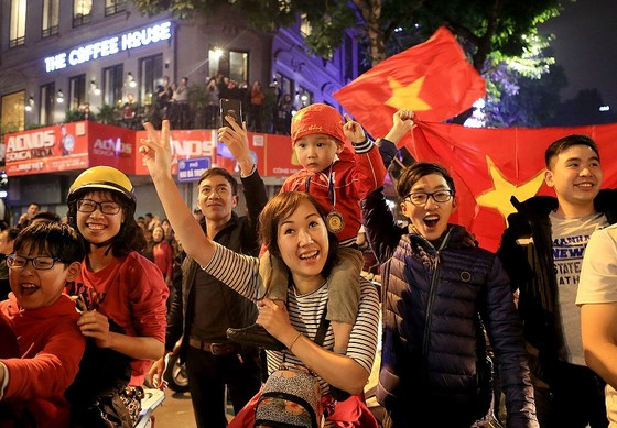 Cả nước vỡ òa trước kỳ tích của U23 Việt Nam ảnh 24
