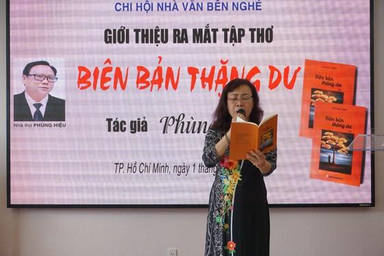"""Nhà thơ Phùng Hiệu ra mắt tập thơ """"Biên bản thặng dư"""" ảnh 5"""