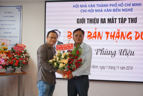 """Nhà thơ Phùng Hiệu ra mắt tập thơ """"Biên bản thặng dư"""" ảnh 3"""