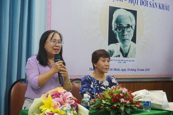 Nhiều nghệ sĩ xúc động trong buổi ra mắt sách về NSƯT Nguyễn Ngọc Bạch ảnh 2