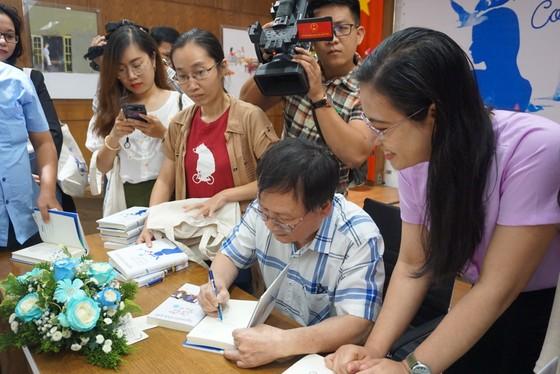 Nhà văn Nguyễn Nhật Ánh trở lại với biểu tượng 'con chim xanh' trong tác phẩm mới  ảnh 2