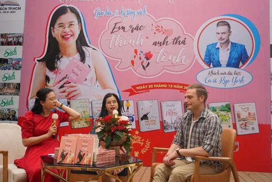 Nhà văn Dương Thụy chia sẻ về tình yêu không biên giới ảnh 4