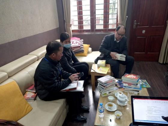 Thu giữ khoảng 40.000 cuốn sách giả tại 2 địa điểm ở Hà Nội ảnh 2