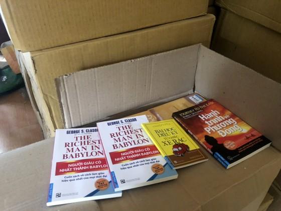 Thu giữ khoảng 40.000 cuốn sách giả tại 2 địa điểm ở Hà Nội ảnh 3